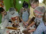 Świątecznych  tradycji czar - trzy pokolenia pieką pierniki